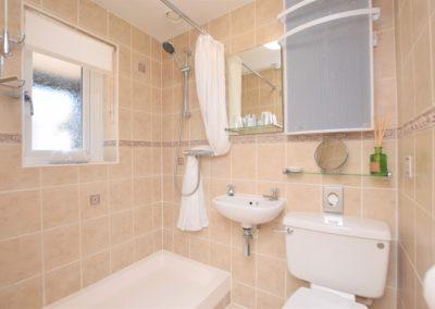 dexter-bathroom